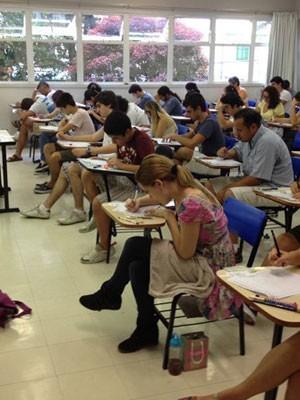 Candidatos fazem a prova da segunda fase da Fuvest (Foto: Gabriela Gasparin/G1)