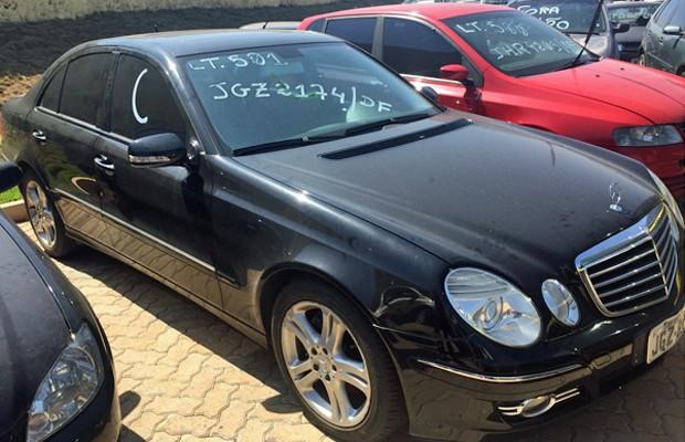 Mercedes modelo E-350 ano 2007, disponível no Leilão do Detran (Foto: Jéssica Nascimento/G1)