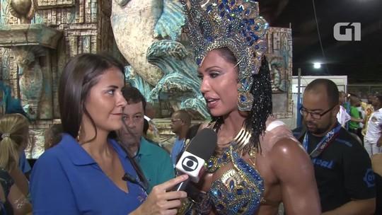 Ferida em desfile em SP, Gracyanne usa esparadrapos na Portela