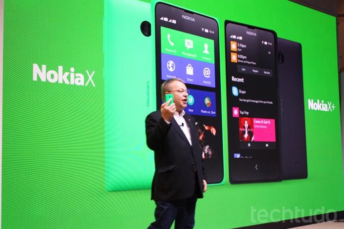 Nokia X chega com suporte aos aplicativos do Android, mas com serviços da Microsoft  (Foto: Allan Mello/TechTudo)