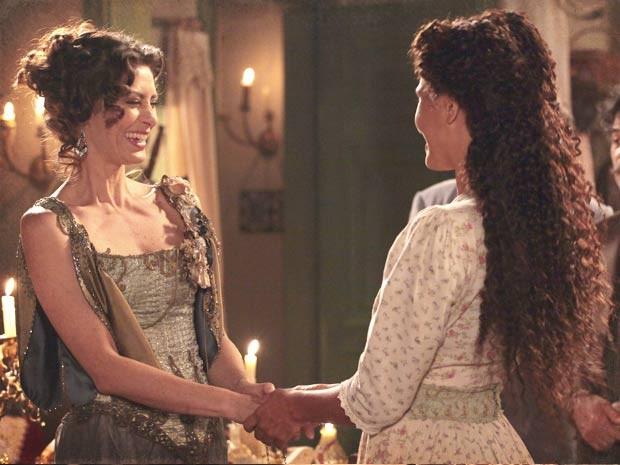 A amizade de Dorleac e Isabel causa ciúmes (Foto: Lado a Lado / TV Globo)
