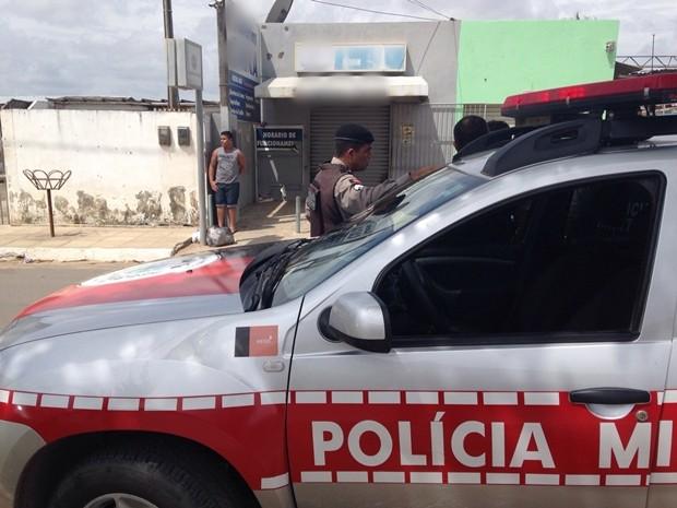 Polícia Militar disse que nada foi roubado da agência (Foto: Walter Paparazzo/G1)