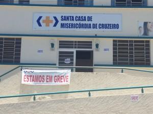 Santa Casa de Cruzeiro em greve (Foto: Gustavo Campos)