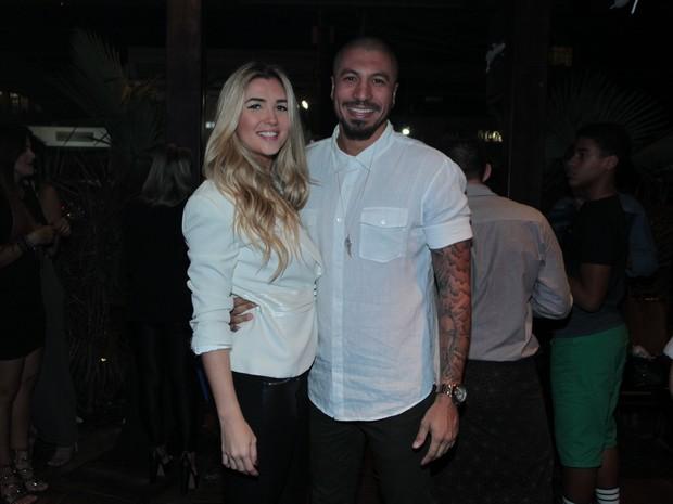 Ex-BBBs Aline e Fernando em festa no Rio (Foto: Marcello Sá Barretto/ Ag. News)