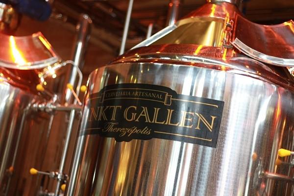 A Vila Sankt Gallen tem uma pequena cervejaria, que serve como laboratório da Therezópolis