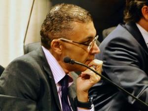 Vereador Albert Dickson durante votação para escolha do presidente da Câmara de Natal (Foto: Ricardo Araújo/G1)