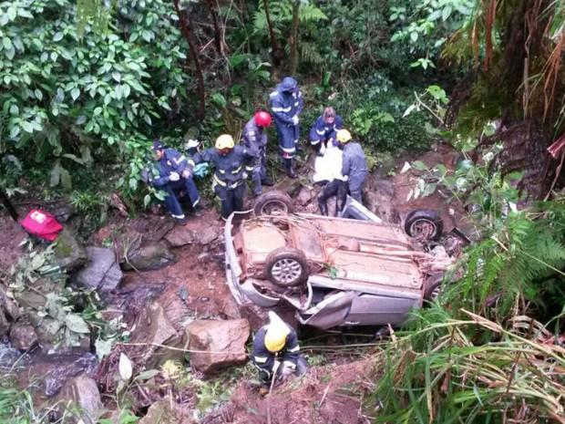 Acidente fatal na MG-448, em Santa Bárbara do Tugúrio (Foto: PMR/Divulgação)