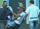 Taxistas agridem ladrões após roubo no RS; assista ao vídeo (Reprodução/RBS TV)