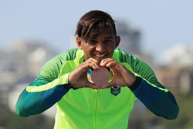 Isaquias Queiroz leva sua segunda medalha na Rio-2016 (Foto: Mike Ehrmann/Getty Images)