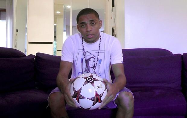 Wallace lateral do Chelsea entrevista (Foto: Divulgação)