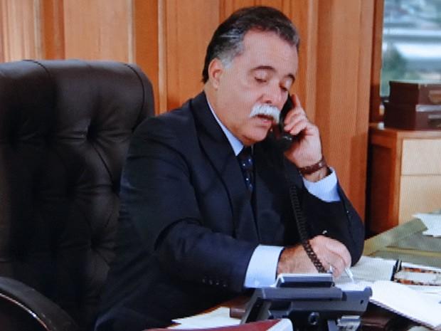 Otávio aprova a atitude de Carolina (Foto: Guerra dos Sexos / TV Globo)