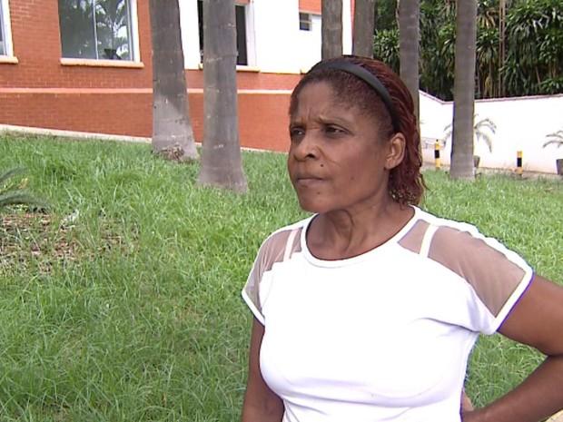 A auxiliar de enfermagem Agda de Jesus Silva denuncia falta de leito em hospital de Ribeirão Preto (Foto: Reprodução/EPTV)