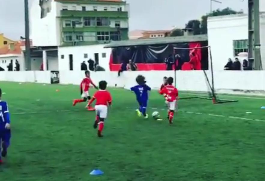 Dinis, o sobrinho de Cristiano Ronaldo, joga com a 7 (Foto: Reprodução/Instagram)