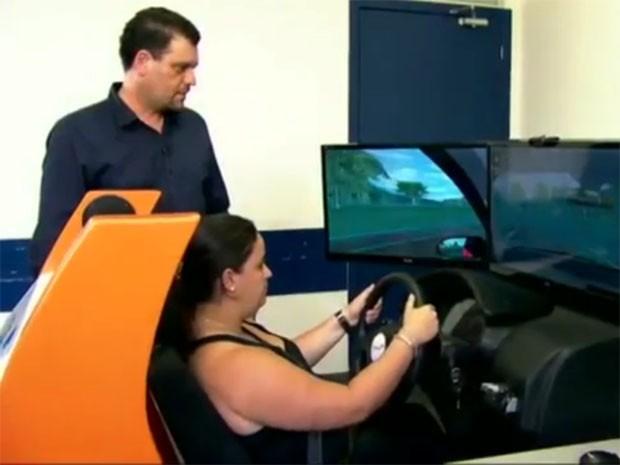 Simuladores vão deixar as aulas mais caras nas auto escolas (Foto: Reprodução / TV Tribuna)