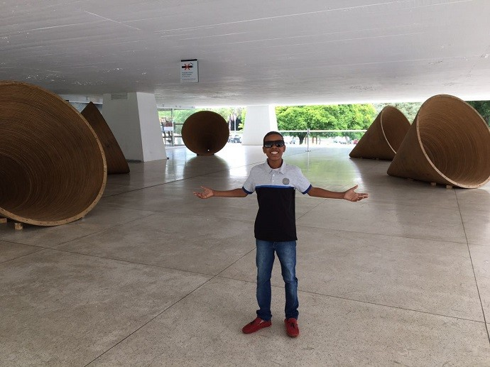 Foi a primeira vez que o paranaense esteve em um museu (Foto: Divulgação/RPC)