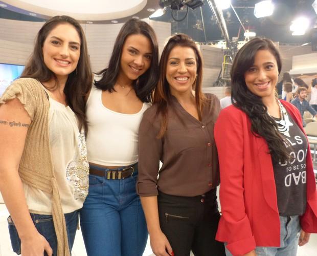 Silvana, Jéssica, Raquel e Marjorie nos bastidores do Encontro (Foto: Marcele Bessa / Gshow)