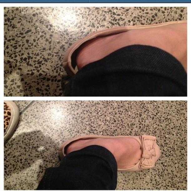 Tatá Werneck prova sapato de Klara Castanho (Foto: Reprodução/Instagram)