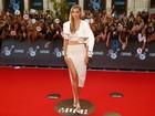 Gigi Hadid aposta em fenda para ir a prêmio no Canadá