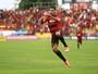 Após reunião, dirigente do Sport nega interesse em negociar Diego Souza