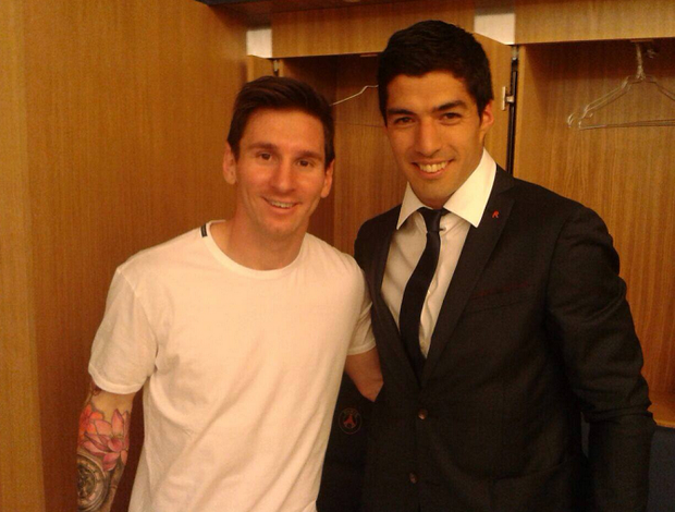BLOG: Herói de vitória, Suárez comemora com Messi, Mascherano e Jordi Alba