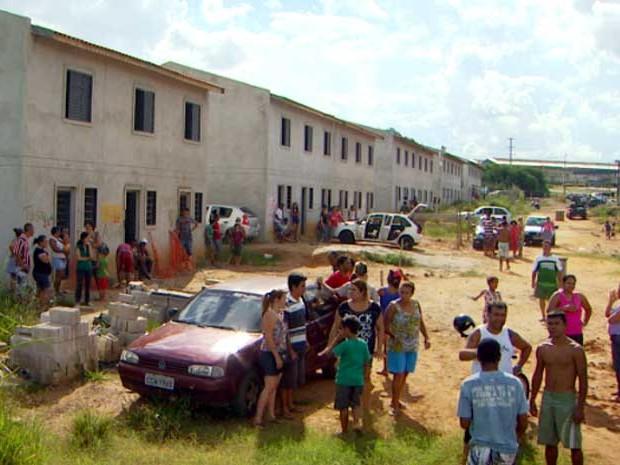 Moradores de Campinas invadem área de casas do governo do estado (Foto: Reprodução EPTV)