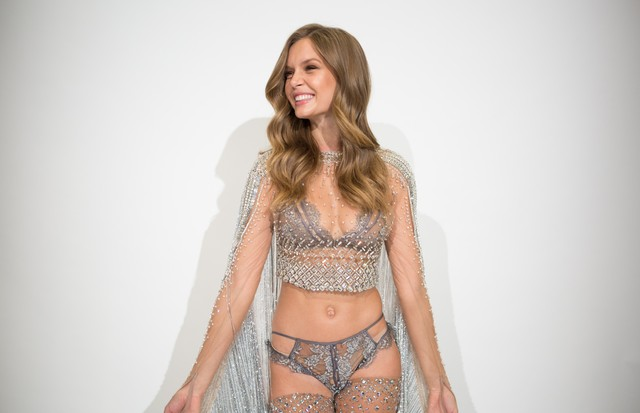 Josephine Skriver in her custom Swarovski look for the upcoming Victoria's Secret Fashion Show.  (Foto: Clint Spaulding)