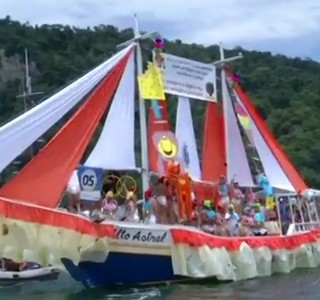 Procissão Marítima reuniu centenas de embarcações em Angra dos Reis (Foto: Reprodução RJTV 2ª Edição)