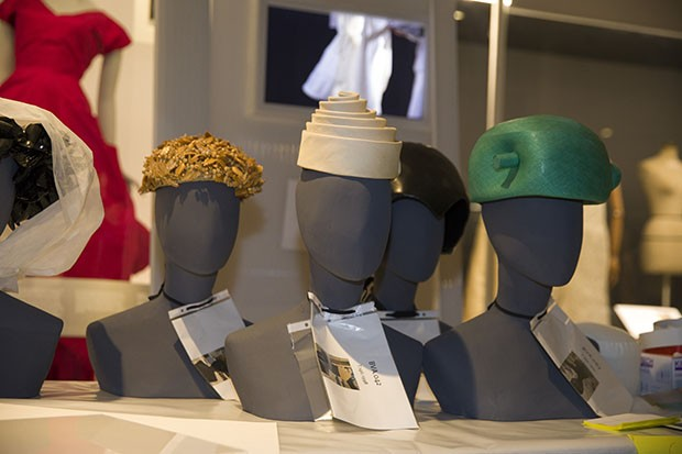A selection of hats by Cristóbal Balenciaga (Foto: VICTORIA AND ALBERT MUSEUM, LONDON)