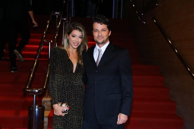 Marcelo Serrado e a mulher (Foto: Alex Palarea e Marcello Sá Barreto / AgNews)