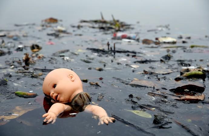 Poluição na Baia de Guanabara (Foto: Matthew Stockman/Getty Images)