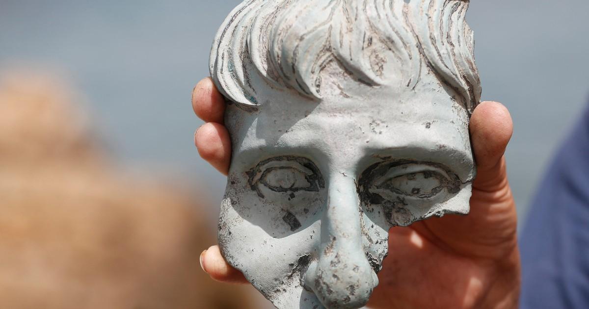 Mergulhadores encontram estátuas e moedas da época romana em Israel