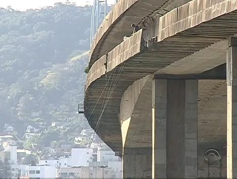 Únicas ligações entre a Ilha de Santa Catarina e a região continental, as pontes Pedro Ivo Campos e Colombo Salles  (Foto: Reprodução/RBS TV)