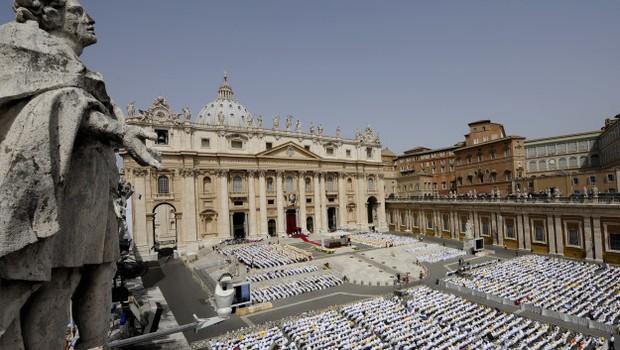 Vaticano contrata PwC para realizar auditoria externa nas contas de 2015