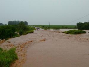 Pista entre Amambai e Coronel Sapucaia (Foto: Divulgação/PMRE)