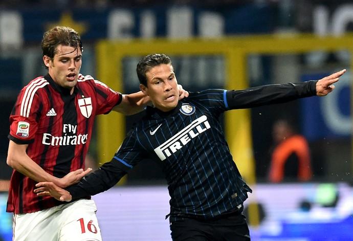Hernanes Poli Inter Milan (Foto: AFP)