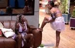 Juliana flagra olhar de Geralda enquanto fala com Renan