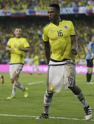 Mina rebola e mostra a cueca na comemoração de gol em Colômbia x Uruguai (Foto: AP Photo/Ricardo Mazalan)
