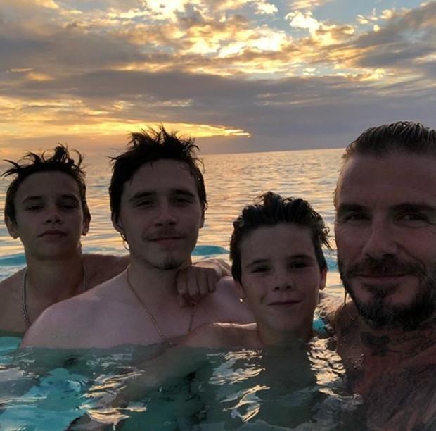 Romeo Beckham, Brooklyn, David e Cruz (Foto: Reprodução/Instagram)