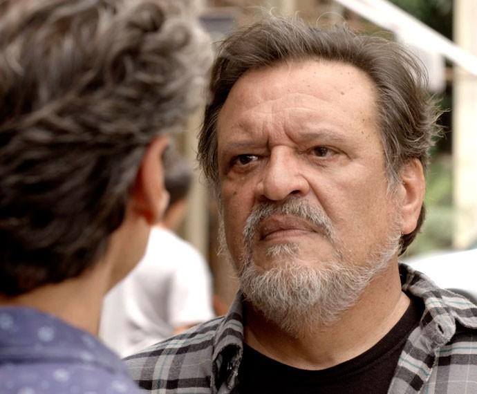 Massimo não deixa barato! (Foto: TV Globo)