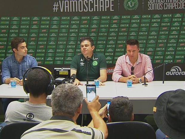 Coletiva de imprensa sobre velório da Chapecoense ocorreu nesta quinta (1º) (Foto: Reprodução/RBS TV)