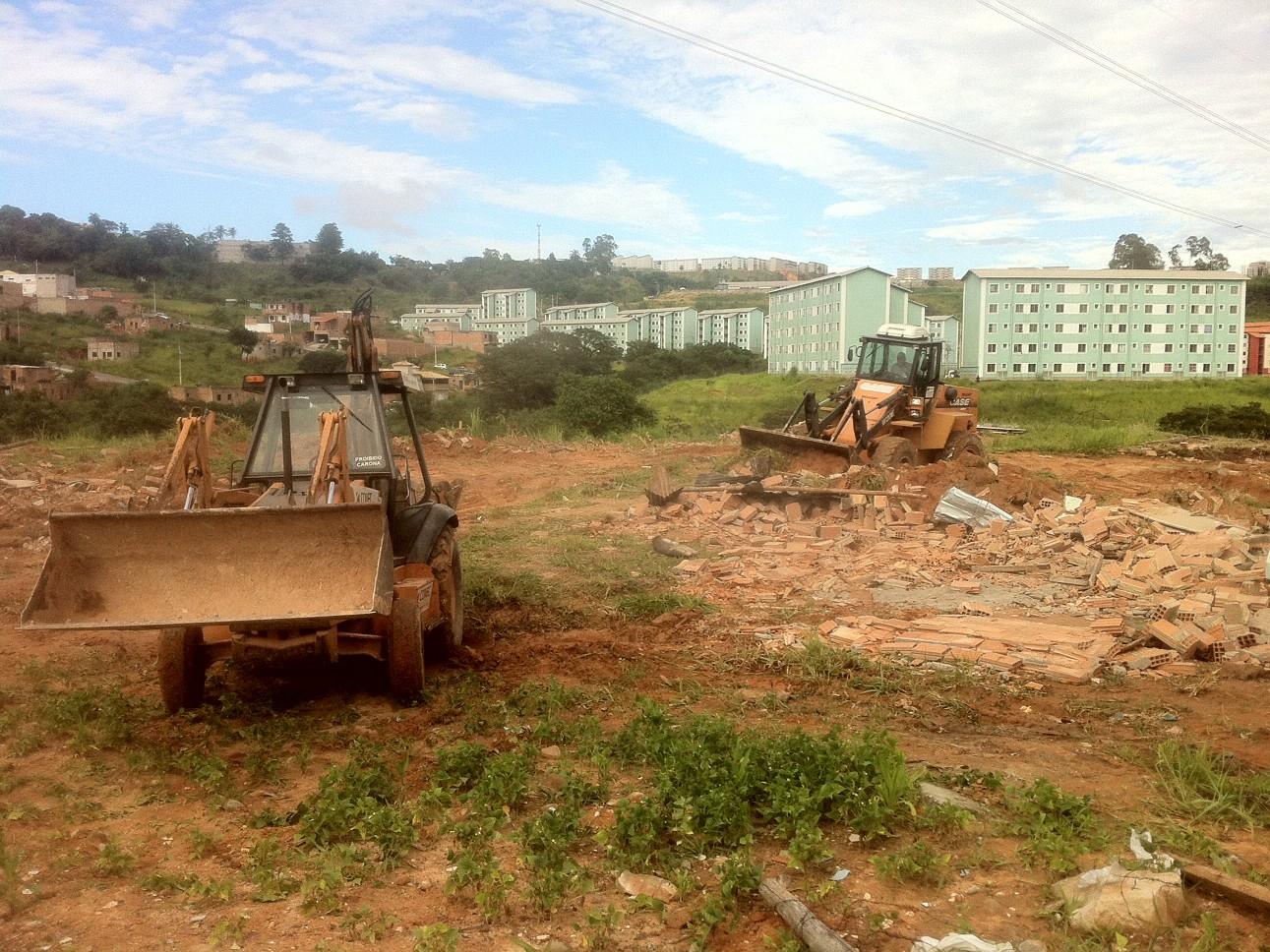 Reintegação de posse no bairro Jardim Vitória, em BH (Foto: Pedro Triginelli/G1)