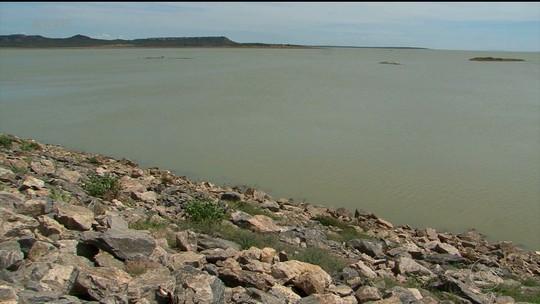 Diminuição no volume de água da Barragem de Sobradinho na BA gera impactos na pesca e agricultura no Sertão de PE