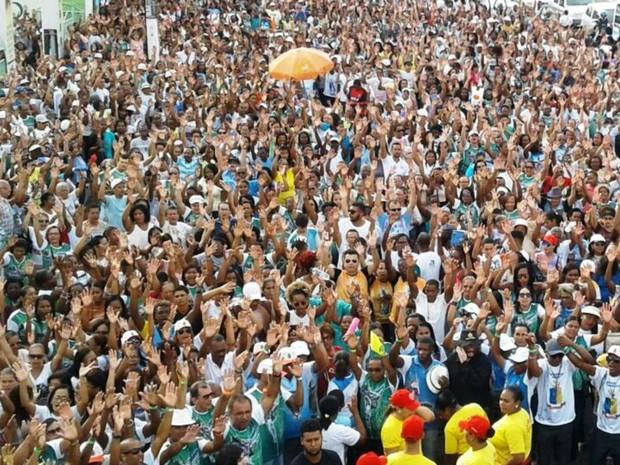 Caminhada em Feira de Santana reuniu milhares de pessoas (Foto: Aldo Matos/Acorda Cidade)