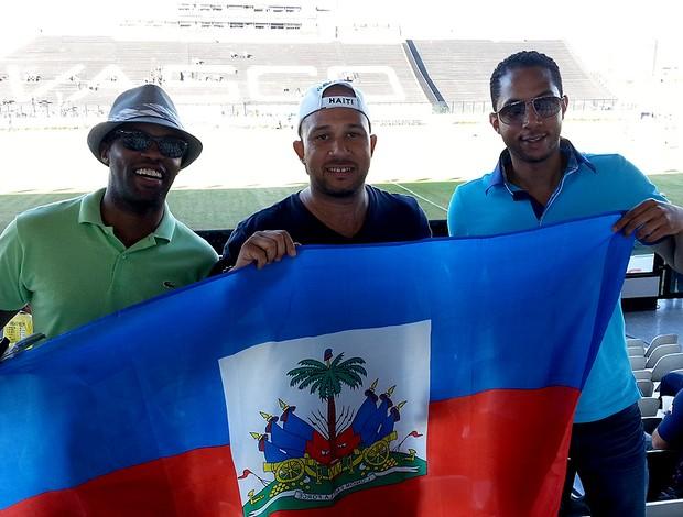 torcida Haiti jogo Itália São Janiário (Foto: Gustavo Rotstein)