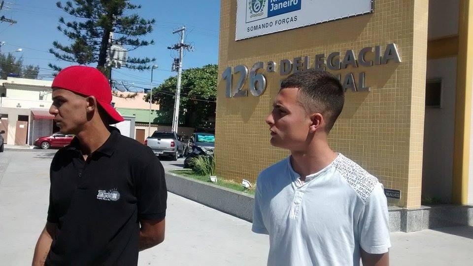 Dois homens foram presos por tráfico durante a operação (Foto: Blog Repórter Eduander Silva)