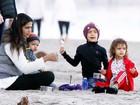 Camila Alves curte praia com os filhos nos Estados Unidos
