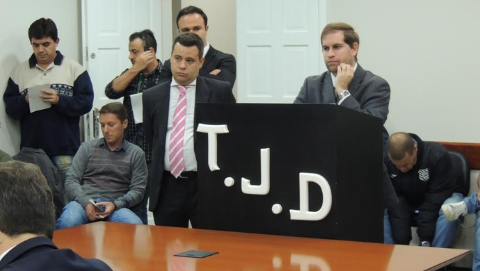 Renato Brito Roberto Pugliese Figueirense Joinville (Foto: João Lucas Cardoso)