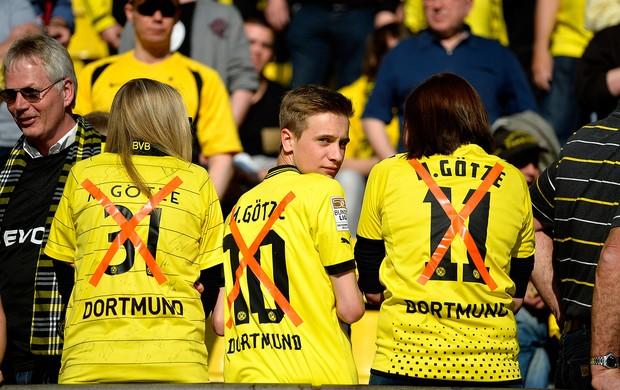 torcida protesto Gotze Borussia Dortmund (Foto: AFP)