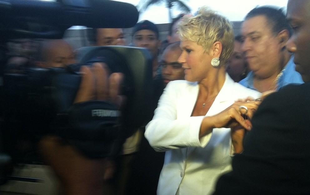 Xuxa indo ao show de Ivete Sangalo (Foto: Divulgação)