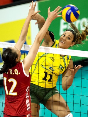 Tandara vôlei Brasil x China na Suíça (Foto: AP)